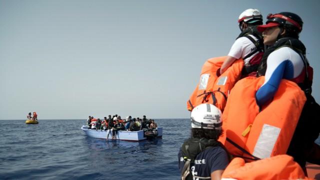 "´Ocean Viking"" nimmt vor Libyen Bootsflüchtlinge an Bord"