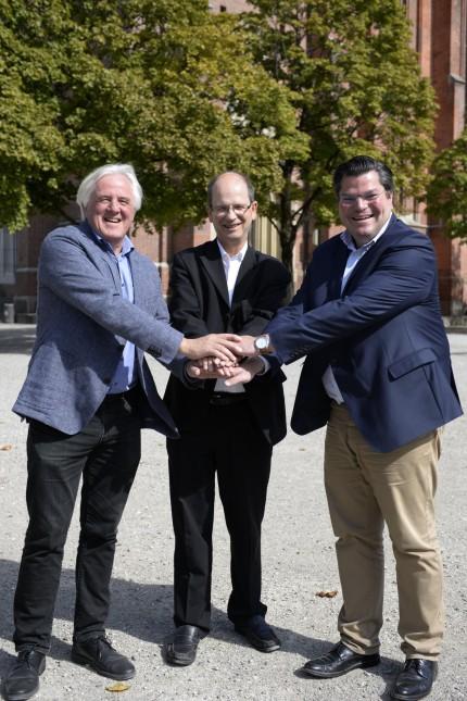 Au: Für einen zukünftigen Nachbarschaftstreff setzen sich Peter Dölfel, Pfarrer Michael Schlosser und Dieter Rippel ein (von links).