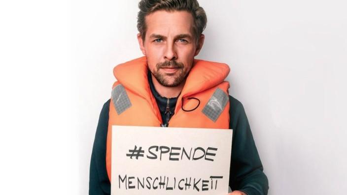 Seenotrettung: Klaas Heufer-Umlauf sammelte Spenden für die Seenotrettung im Mittelmeer.