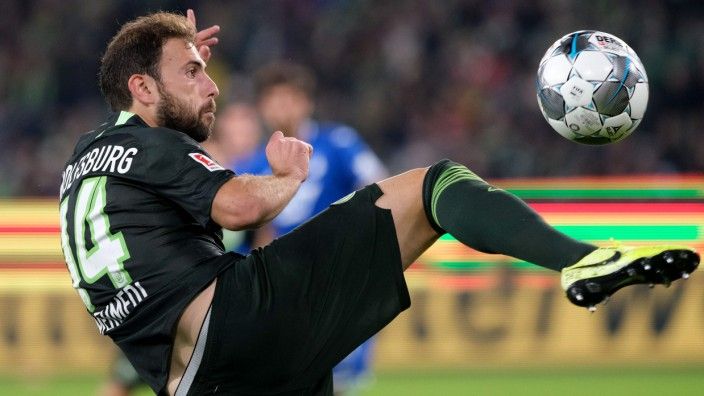 Fußball-Bundesliga: Fußball im Stillen: Wolfsburgs Mehmedi gegen Hoffenheim.