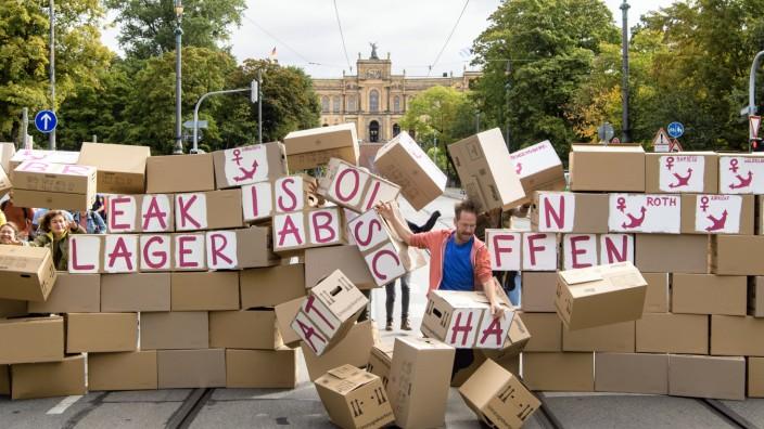 Aktion gegen Ankerzentren vor dem bayerischen Landtag