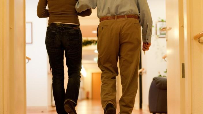 Wohnen imAlter: Im Vorfeld Alternativen zumPflegeheim finden