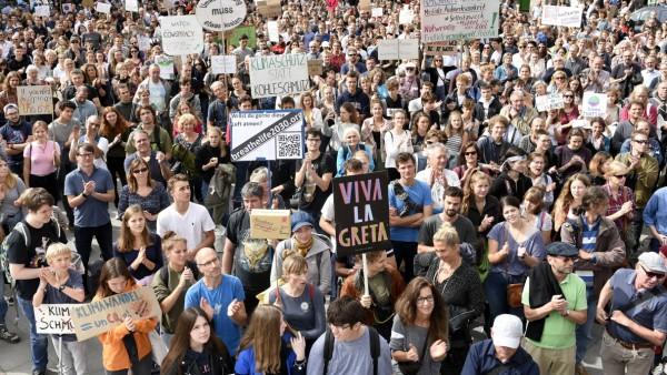 """Am Freitag waren in der Münchner Innenstadt bei """"Fridays for Future"""" mindestens 2000 Menschen unterwegs"""