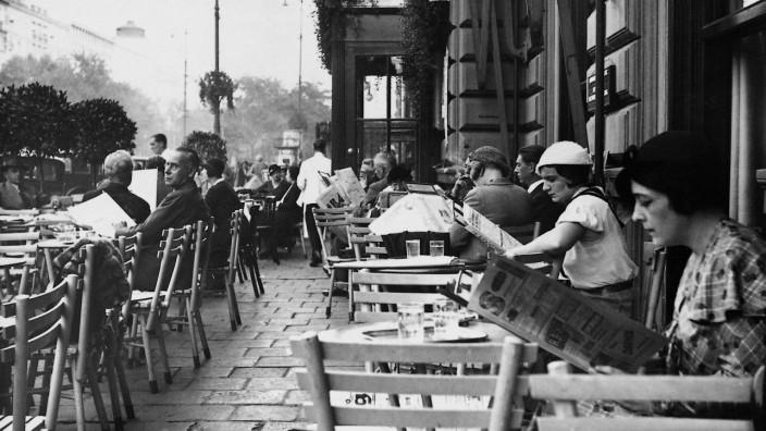 Straßencafé in Wien, 1938