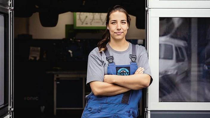 Geschlechterklischees im Job: Bei Michaela Seibald war es die Familie, die sie mit einem frauenuntypischen Beruf in Berührung brachte. Mit zehn Jahren habe sie ihren Vater schon in die Werkstatt begleitet. (Foto: Magdalena Jooss)