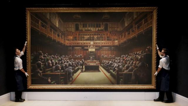 """Gemälde """"Devolved Parliament"""" von Banksy bei der Versteigerung bei Sotheby's"""