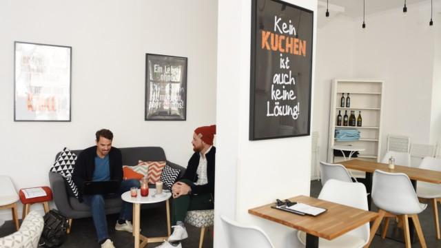 Café Genussmacher: Im Café Genussmacher können Gäste zur Ruhe kommen: Telefonieren ist verboten und am Wochenende gibt es kein Wlan.