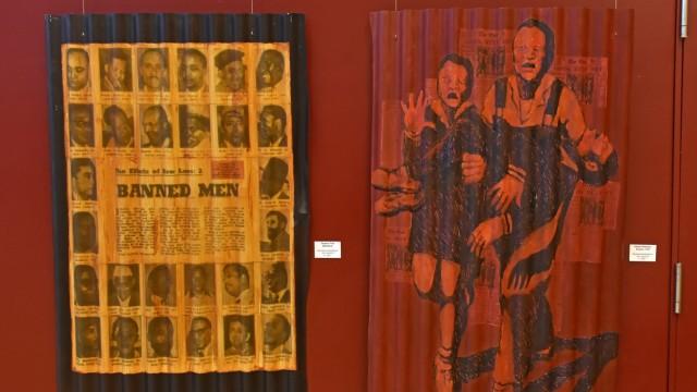 Ausstellung in Germering: In einem ihrer Werke greift Constanze Wagner ein berühmtes Foto auf, das die Ermordung des zwölfjährigen Südafrikaners Hector Pieterson zeigt, der 1976 bei einer Demonstration erschossen worden ist.