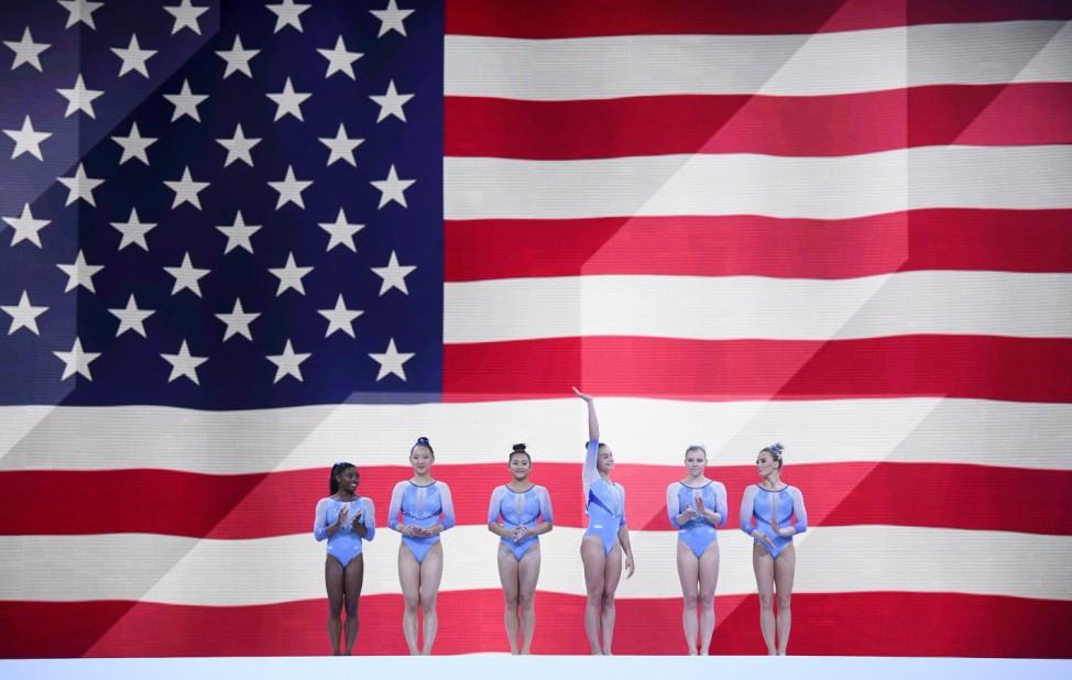 Über Stuttgart nach Tokio: Das Team der amerikanischen Kunstturnerinnen hat bei der Weltmeisterschaft den Titel verteidigt und das Ticket für Olympia gelöst. (Sport)