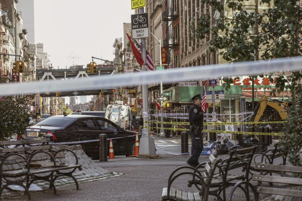 Tod in Manhattan: Ein Mann hat in der Nacht auf Samstag in dem New Yorker Stadtteil vier Obdachlose mit einer Metallstange erschlagen. Ein fünfter überlebte den Angriff schwer verletzt.