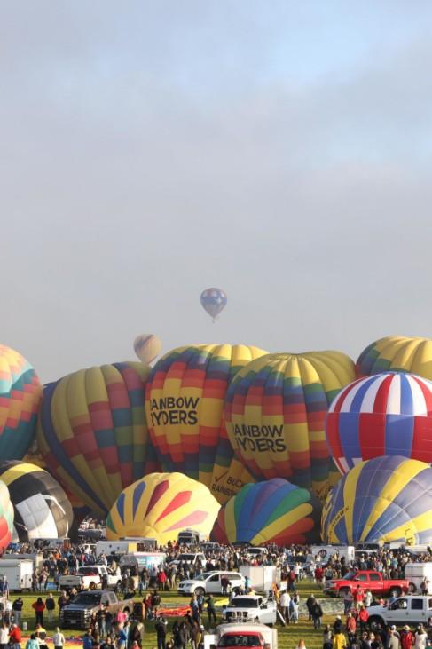 Heiße Luft, bunt verpackt: Zur Eröffnung des Internationalen Ballonfests in Albuquerque im US-Bundesstaat New Mexico erwarten die Organisatoren Zehntausende von Zuschauern.