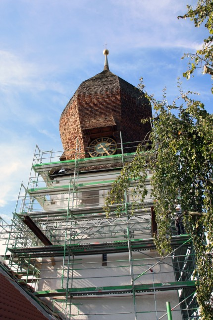 Kirchturm der Christkönigkirche wird renoviert; Renovierung der Christkönigkirche in Weßling