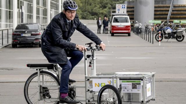 Bundesverkehrsminister besucht Teststrecke für vernetztes Fahren