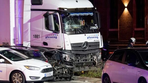 German police investigate truck crash with several injured