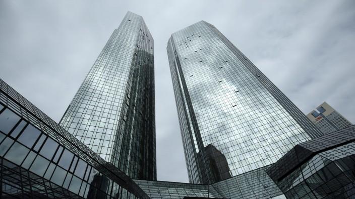 FILE PHOTO: The Deutsche Bank headquarters are pictured in Frankfurt