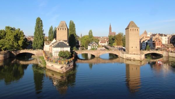 Straßburg Strasbourg im Elsass, Blick auf La Petit France und die Ponts Couverts