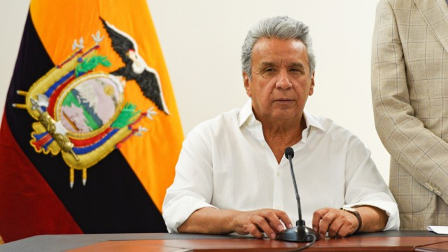Ecuador's President Lenin Moreno and the government's ombudsman Pablo Celi attend a news conference, in Guayaquil