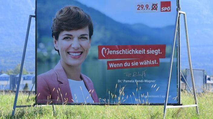 Wahlplakate - Nationalratswahl in Österreich 2019 Ein Wahlplakat der SPÖ - Menschlichkeit siegt. Wenn du sie wählst. Die