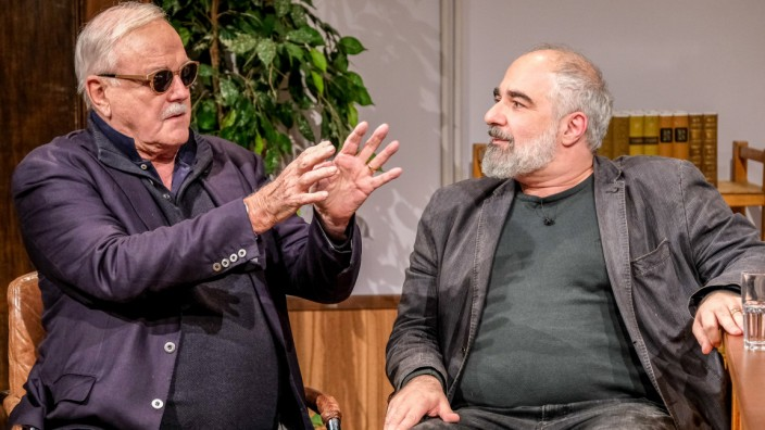 John Cleese Und Michael Niavarani Kultur Sz De