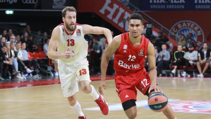 Maodo Lo (re.) (FC Bayern), Sergio Rodriguez (Olimpia Mailand) / Basketball / Euroleague / FC Bayern Basketball - Olimp