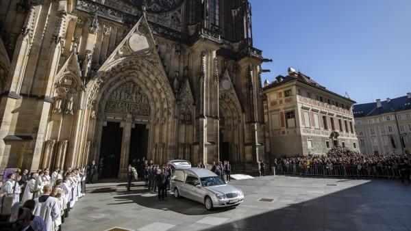 Prague Mourns Karel Gott
