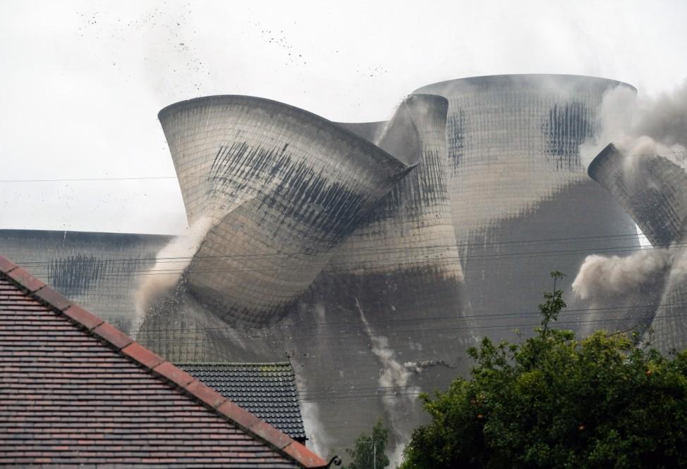 ***BESTPIX*** Iconic Ferrybridge Power Station Demolished