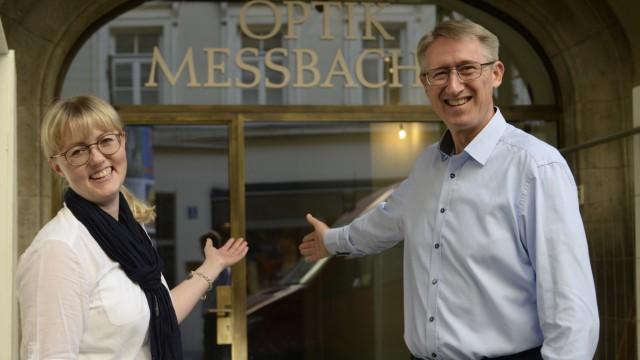 Christine Widmann und Walter Drum freuen sich auf die Wiedereröffnung ihres Brillenladens im Ruffinihaus.