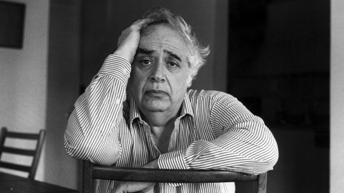 Harold Bloom in New York in 1990. (Mark Mahaney/The New York Times)