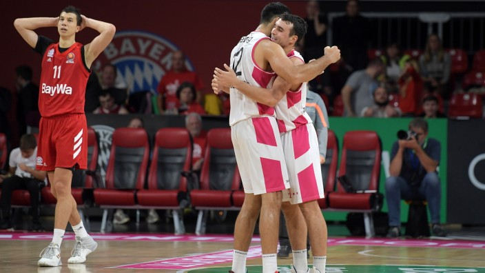 14.10.2019, xemx, Basketball BBL Pokal Achtelfinale, FC Bayern Muenchen - Telekom Baskets Bonn emspor, v.l. Schlussjube