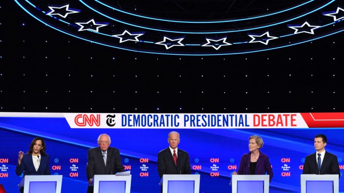 Debatte der US-Demokraten: Von links: Kamala Harris, Bernie Sanders, Joe Biden, Elizabeth Warren und Pete Buttigieg.