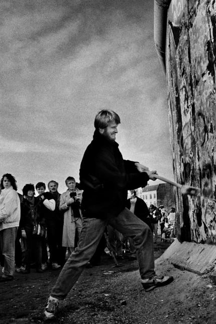 Fall der Mauer Mauerspecht in Berlin, 1989; Mauerfall Wiedervereinigung