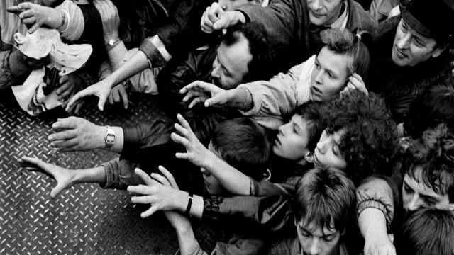 Fall der Mauer Grenzöffnung in Berlin, 1989; Mauerfall Wiedervereinigung