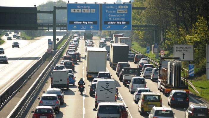 Morgendlicher Stau auf der Lindauer Autobahn in München, 2019