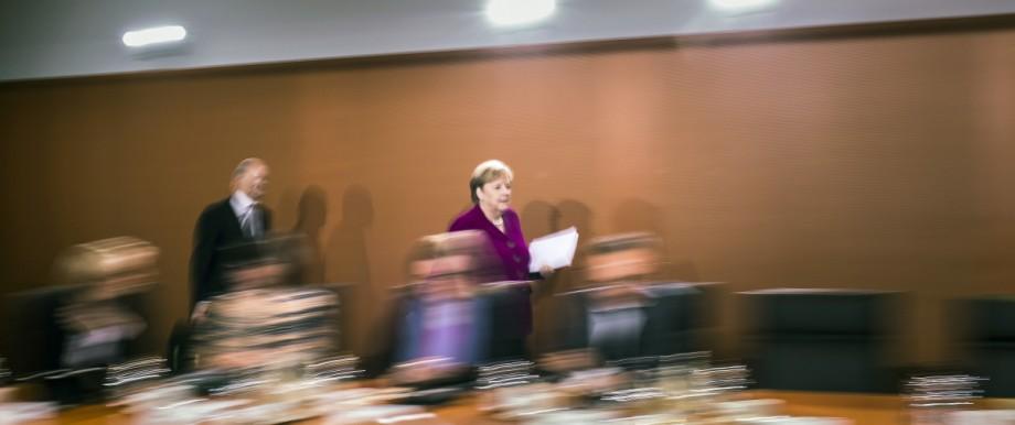 Bundeskanzlerin Angela Merkel (R), CDU, und Bundesfinanzminister Olaf Scholz (L), SPD, aufgenommen vor der Kabinettssit