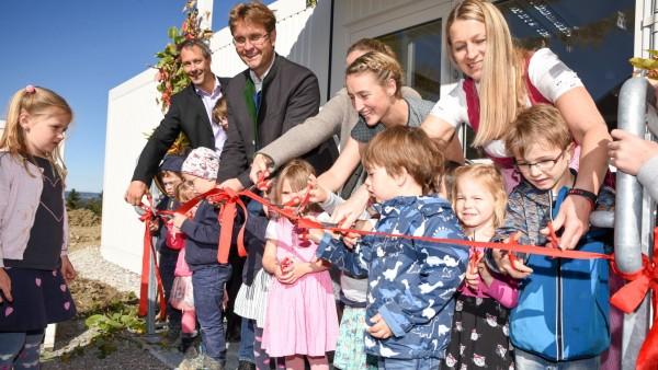 Kindergarten Eröffnung Bürgermeister Thomas Gründl Leiterin Katharina Hartl