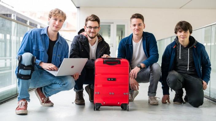 Vier Studenten aus Saarbrücken haben einen smarten Koffer entwickelt, der seinem Besitzer folgt.
