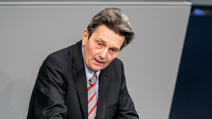 SPD-Fraktionschef Rolf Mützenich im Deutschen Bundestag