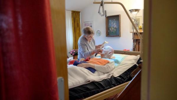 Einblicke in die haeusliche Pflege von Angehoerigen in der eigenen Familie bei einer Demenzerkrankung. u.B.z. Ehefrau pf