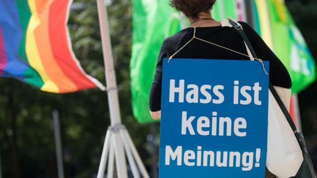 Grüne und Regierung wollen Hass im Netz stärker bekämpfen