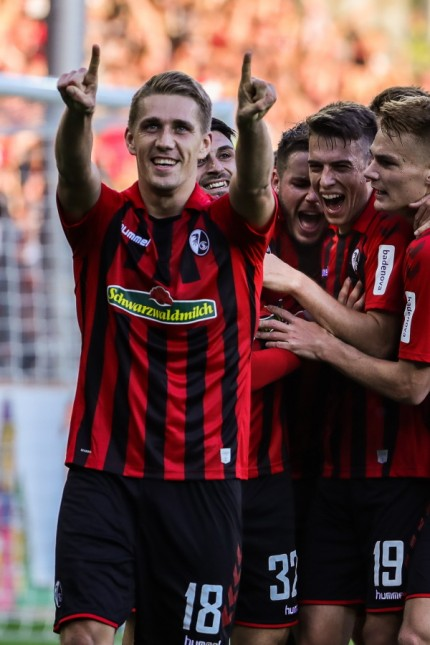 Fussball Bundesliga - 19/20 - SC Freiburg vs. RB Leipzig - 26-10-2019 Torjubel zum 2:0 durch Nils Petersen (SC Freiburg