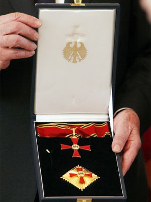 Kuriose Fundstücke, Bundesverdienstkreuz, dpa
