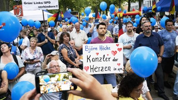 Wahl in Thüringen: AfD-Anhänger beim Wahlkampfabschluss in Königs-Wusterhausen