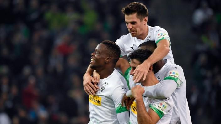 Bundesliga: Spieler von Borussia Mönchengladbach jubeln gegen Eintracht Frankfurt