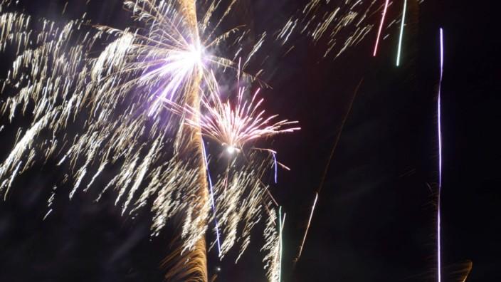 Neubiberg: Mehr als 4500 Tonnen Feinstaub gelangen jährlich durch Silvester-Feuerwerke in die Luft.