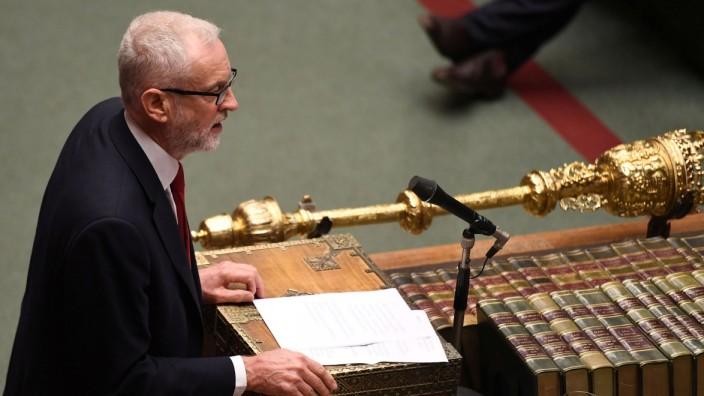 Labour-Chef Jeremy Corbyn spricht im Unterhaus