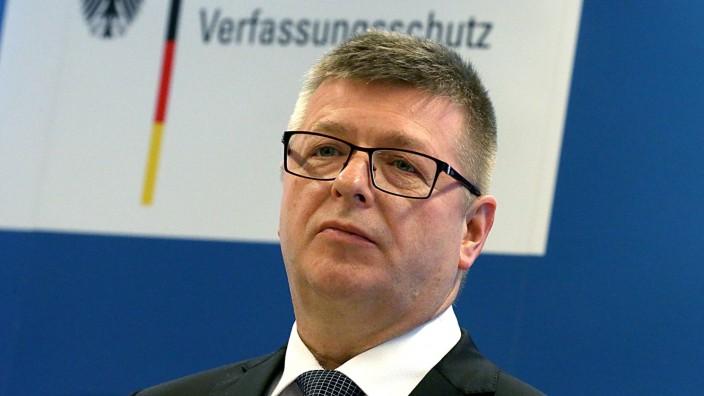 Verfassungsschutzpräsident Thomas Haldenwang bei einer Pressekonferenz