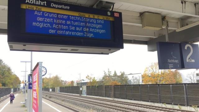 S-Bahn Station Baldham Richtung Grafing Fahrrad vs. Bus