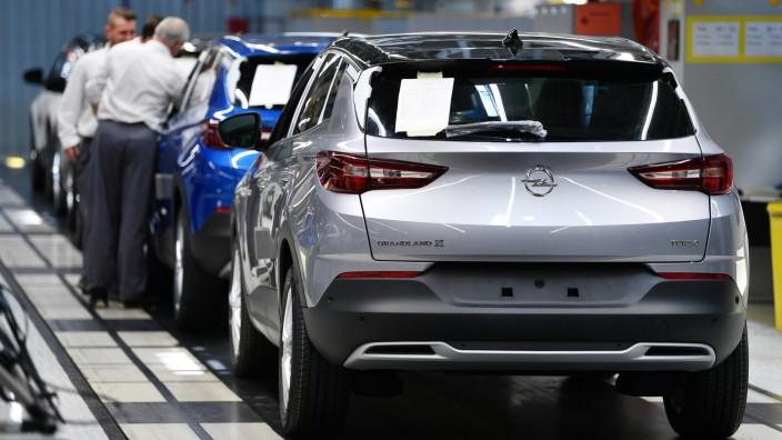 Fließband-Produktion bei Opel