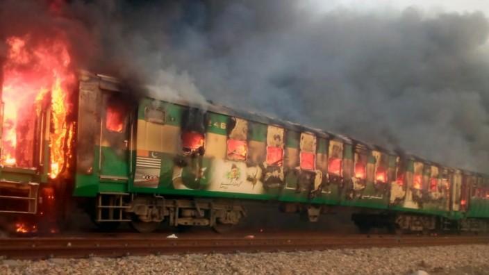 Pakistan: Mindestens 65 Tote nach einem Feuer im Zug 2019