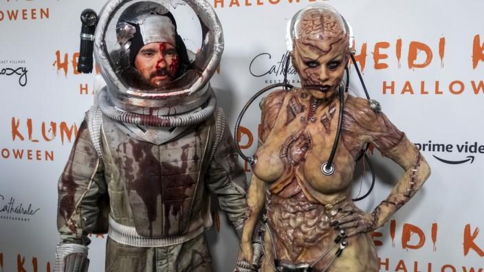 Halloween: Klum als Zombie